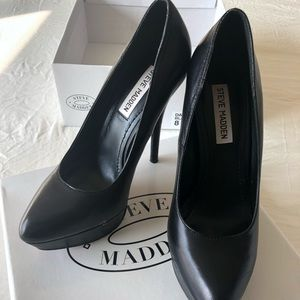 Steve Madden black pump